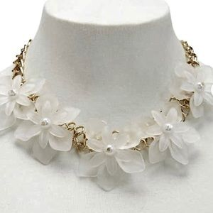 •🆕🌸🆕•Forever21•🌼•Floral Statement Necklace•🌸•